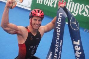 Jetze wint EK triathlon